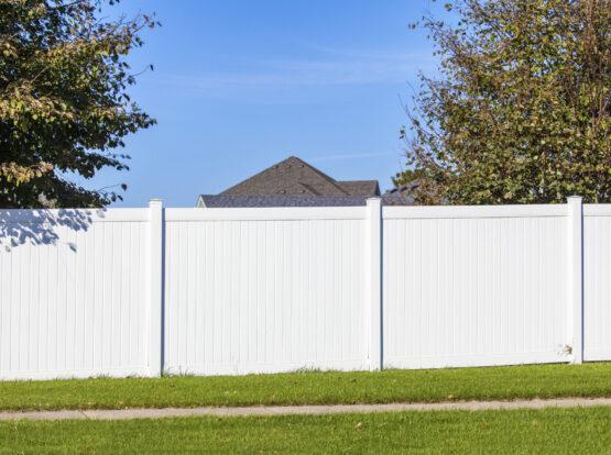 vinyl fence hingham